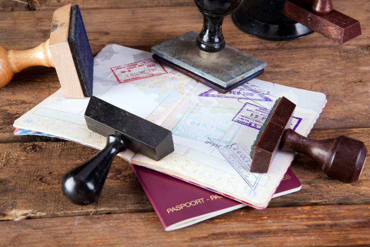 Nogle lande kræver et visum for at komme ind i landet. På vores hjemmeside kan du under de forskellige lande læse om hvert lands regler ift. pas, visum og andre forhold. Det er den rejsende, der er ansvarlig for visum – men vi hjælper selvfølgelig til, hvis du har brug for hjælp.  Husk, at dit pas ikke må udløbe tidligere end 6 måneder efter hjemrejse. Hav altid 2 blanke sider i dit pas til rådighed til visumstempler.  Husk også, at navn(e) på billetten skal være identiske med navn(e) i passet.