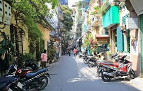 Efter mange dages trekking gennem den uberørte landidyl, er det nu blevet tid til at rejse tilbage til Hanoi. Læn dig tilbage og nyd de sidste glimt af det fantastiske landskab på køreturen.