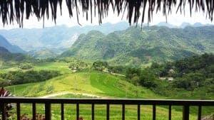 Efter morgenmaden kører vi i bil til Pu Luong. Her kan du næsten ikke undgå at blive imponeret af den smukke natur, der omgiver vejen mod Pu Luong Natur Reservat. Turen byder på et smukt bjerglandskab og en fantastisk panorama udsigt ud over bugten.   Når vi ankommer til Pu Luong Retreat, bliver der serveret en lækker frokost, hvorefter du har tid til at udforske det smukke retreat med dets uimodståelige panorama udsigt og rolige naturrige omgivelser på egen hånd.   Ud på eftermiddagen bevæger vi os ud i landskabet og går på opdagelse i det lokale miljø. Her vil du opleve det travle landbrug, se de fascinerende rismarker og lære mere om den lokale kultur. Sidst på dagen går vi tilbage til retreatet, hvor vi nyder en god middag.