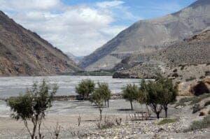 I dag følger vi Kaligandaki-floden et stykke opad, til vi støder på ruten, der fører os til byen Garphu. Den smukke by, som ligger ret isoleret, har en spændende tibetansk kultur, og i løbet af vores besøg udforsker vi gamle klostre og en grotte. På vejen tilbage til Lo Manthang følger vi et single track gennem små landsbyer.