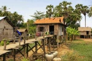 Vi starter dagen kl. 07:00, når vi bevæger os mod Kratie, som ligger ca. 6 timers kørsel fra Siem Reap. Undervejs vil du få et dejligt indtryk af Cambodias landskab, da vi passere den ene fantastiske udsigt efter den anden. Ud på eftermiddagen nyder vi en afslappet frokost (ikke inkl.), hvorefter vi kører mod vores indkvartering. Senere på eftermiddagen – hvis tiden tillader det – tager vi op på toppen af Phnom Sambok-bjerget, hvor en fredelig udsigt udover Mekongfloden venter os. Efter dette tager vi retur til vores homestay. Her vil vores vært lave en lækker, lokal middag til os.