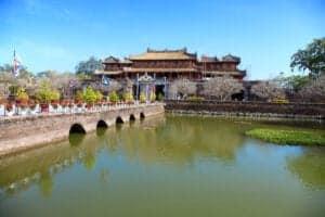 I dag går turen mod Hue. Vi kører fra Dong Hoi om morgenen og ankommer ca. 5-6 timer senere til Hue. Her har du resten af dagen til at slappe af på hotellet eller til at gå på opdagelse i den smukke by.   Hue er en fantastisk by og klart én af vores favoritter. I morgen vil du opleve hvorfor.