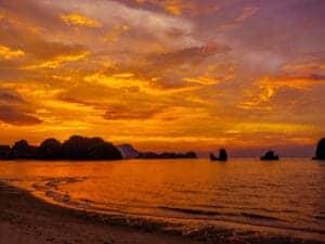 Vi håber, at du har haft en fantastisk ferie i Singapore og Malaysia.  Ønsker du at rejse videre, er du velkommen til at lave en ferieforlængelse i et nærliggende land. Du kan let kombinere denne rejse med en uges ferie (eller mere?) i Thailand, Vietnam, Cambodia, Burma eller Laos.   Ønsker du ikke en ferieforlængelse, rejser du på dag 12 hjem til Danmark.