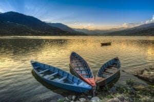 vi tilbringer dagen i Pokhara, inden vi rejser til Kathmandu og ankommer til vores hotel sidst på eftermiddagen.