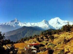Efter morgenmaden tager vi ud på en lille times køretur til Phedi, hvorfra vores trek starter. Dagens rute tager ca. 4 timer at gå og fører os opad gennem små landsbyer til Australian Camp, som ligger i 2.000 meters højde. Fra Australian Camp har vi en helt fantastisk udsigt til en lang række smukke bjerge, heriblandt Dhaulagiri, Annapurna South, Himchuli, Machapuchare, Annapurna IV, Annapurna III, Annapurna II, Lamjung Himal og Manaslu. Vi overnatter i Australian Camp i et tehus.