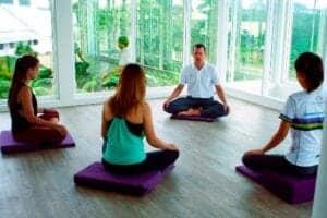 60 kvadratmeter areal designet til at balance dit sind med daglige yoga- og meditationshold samt private meditationsessioner,