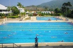 Asiens bedste swimmingpool. Den måler 3 meter i dybden og har 8 baner. Temperaturen i vandet er konstant mellem 26-29 grader.
