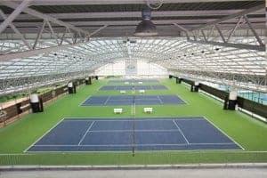 Thanyapura Tennis Akedemi kører professionelle træningsprogrammer i konkurrenceklasse på 6 tennisbaner. 4 af dem er placeret indendørs.