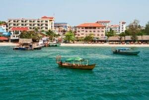 I dag flyver du til Sihanoukville, som er det absolut lækreste strandområde i Cambodia. Her kan du slappe af og solbade på hele tre lækre strande, som alle har hvidt sand og lækkert badevand. Vil du gerne ud og opleve lidt mere, kan du leje en båd og tage ud at svømme, snorkle eller fiske ved de forskellige øer. Du kan også tage på opdagelse i byen, som har en spændende historie.