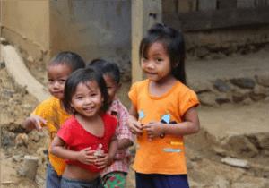 Kryds grænsen til Cambodia ved Ratanakiri-provinsen og tag til Ban Lung, der er provinsens største by. Området er ét af de mindre turistede områder i Cambodia – hvilket er svært at forstå, da det byder på storslået natur og er hjem for mange etniske minoriteter, som har spændende og fascinerende kulturer.  I løbet af de næste par dage skal vi rundt og se både natur og kultur i Ratanakiri-provinsen.