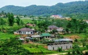På denne 3-dagestur cykler vi gennem søvnige landsbyer og Nam Et-Phou Loei National Protected Area. Dette 6.000 kvadratkilometer store junglereservat blev grundlagt af Laos regering i samarbejde med New York-baserede Wildlife Conservation Society med det formål at beskytte naturen og samtidig understøtte landsbyboernes økonomi.  Turen slutter i Sam Neua, som ligger tæt ved grænsen til Vietnam. Her kan du hvile benene – og drikke en velfortjent, kold øl.
