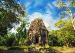 Vi starter dagen med en gang morgenmad, inden vi kører mod de gamle tempel ruiner, Sambor Prei Kuk. Her får vi en guided rundtur.   Sidst på eftermiddagen kører vi ud til rismarkerne, for at se solnedgangen.   Som prikken over i'et, vil en gammel rusten traktor køre os hen til det bedste sted at se solen gå ned blandt palmetræerne.   Dagen i dag byder på en sjov og anderledes køretur kombineret med en masse flotte udsigter og visuelle oplevelser.