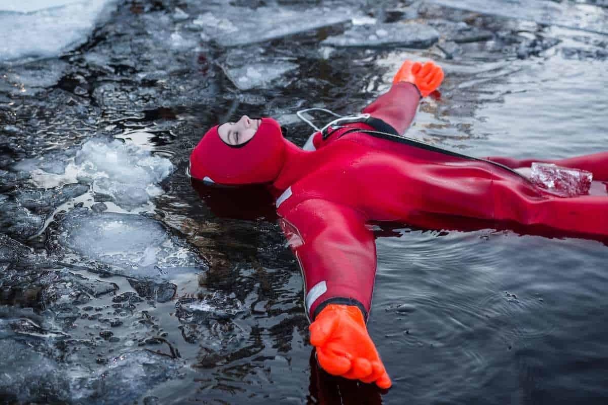 Isbadning og Husky safari i Finland